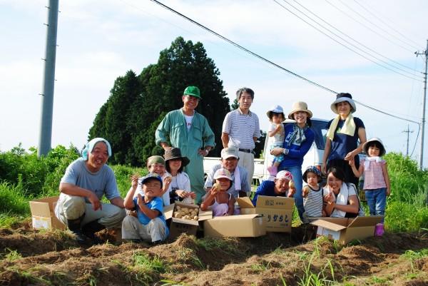 田植えや稲刈り、田んぼの生き物調べ、野草摘みなど、季節ごとにイベントを開催しています。