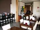 店内はカウンター席、テーブル席、座敷をご用意しています。