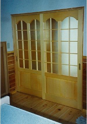(施行例1)キッチン入口の建具をアールの加工デザイン入りで仕上げました