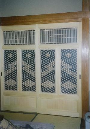 (施工例2)本格和風住宅の、腰板付き組子デザイン建具